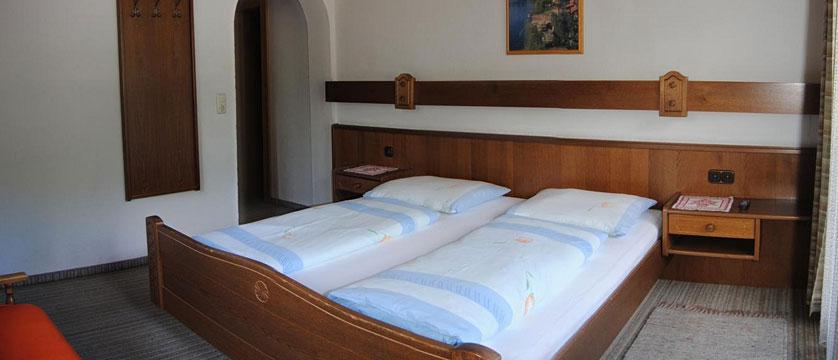 Hotel Alpina Shwendau, Mayrhofen, Austria - bedroom.jpg